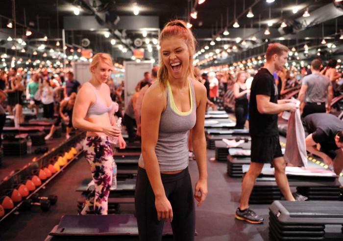 Nina-Agdal-at-Barrys-Bootcamp-01-700x491